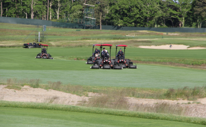 Group of fairway movers at 2018 U.S. Open