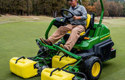 2700 Series Triplex Mowers (Photo: John Deere)