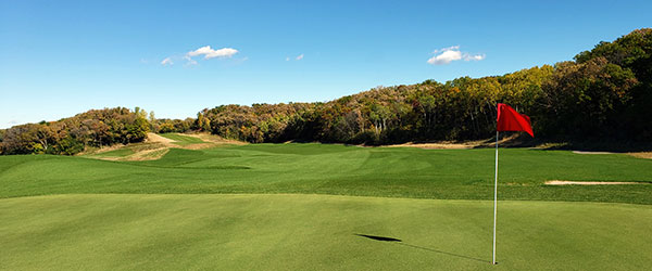 The pin on the No. 11 gree at Braemar. Photo: Richard Mandell Golf Architecture