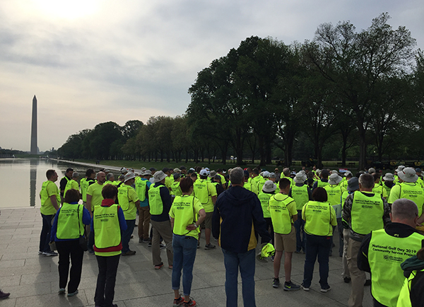The community service project volunteers gather before they get to work on the National Mall. (Photo: Golfdom Staff)