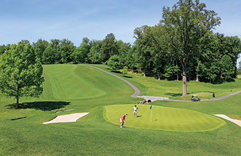 Columbia Country Club still maintains pristine ryegrass fairways and Poa annua greens, such as those here on the 350-yard No. 2. (Photo: Columbia CC)