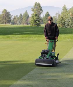 John Deere 220E-Cut walk greens(Photo: Golfdom Staff)