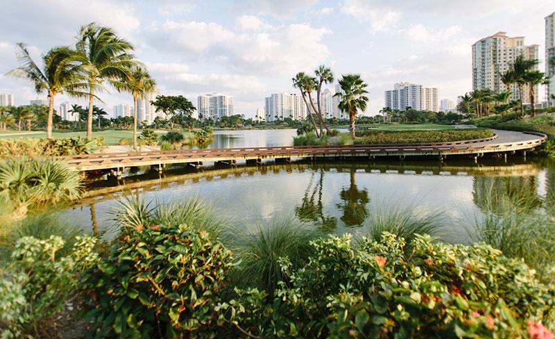 Golf cart path at JW Marriott Miami Turnberry Resort & Spa Photo: JW Marriott Miami Turnberry Resort & Spa