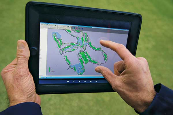 Digitally mapping golf course patterns (Photo courtesy of the USGA)
