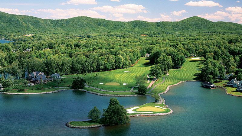 The Water's Edge is framed by the Blue Ridge Mountains. (Photo: McConnell Golf)