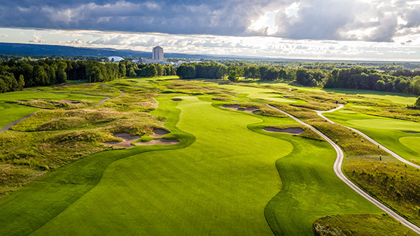 Designed by Rick Smith, Shenendoah offers 18-holes of PGA-level golf and hosted the PGA National Club Professional Championship in 2006. (Photo courtesy of Turning Stone Resort Casino)